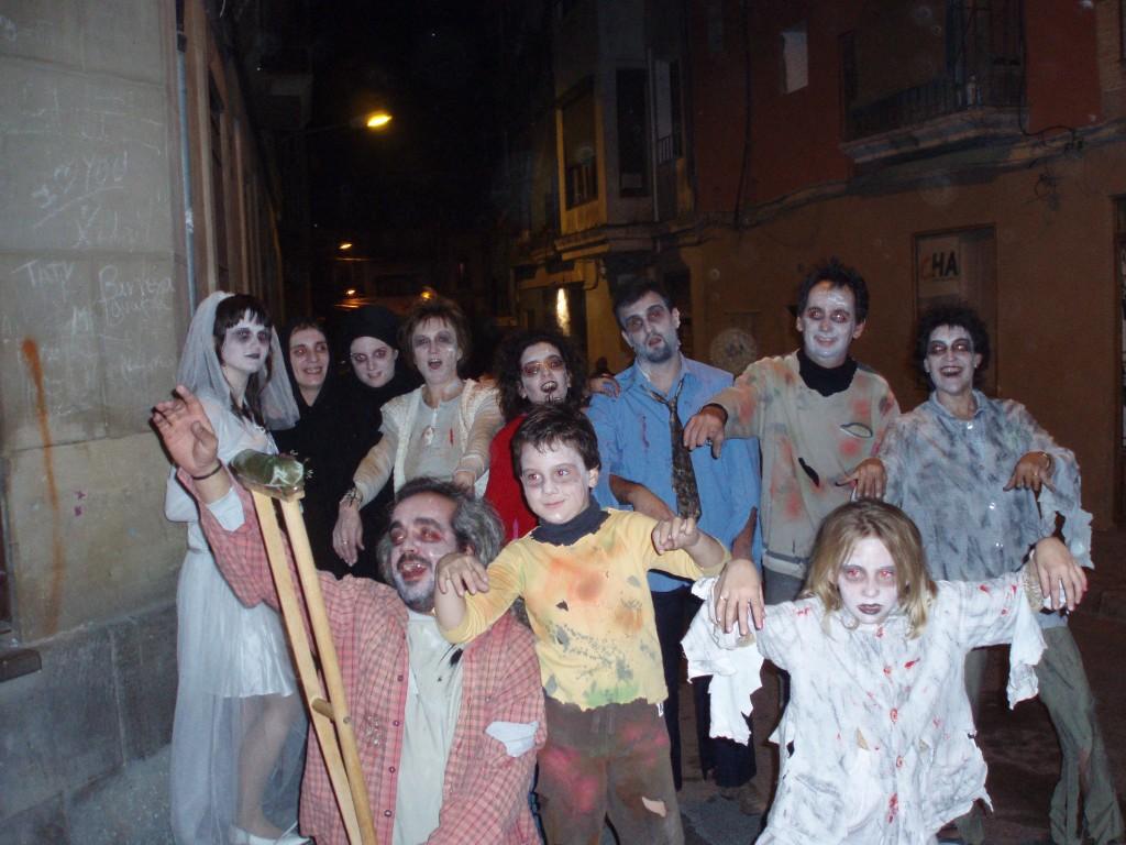 Zombies tomando el centro de la ciudad