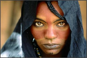 niger_traditional_indigo_blue_tuareg_girl