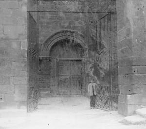 Puerta del Caritateero. Año 1915.   (Arxiu Salvany, Barcelona)