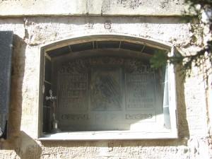 Tumba de Florencio Repollés, y esposa, en el cementerio caspolino