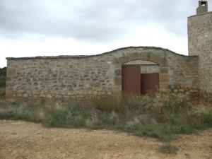 Tapia del corral y entrada principal