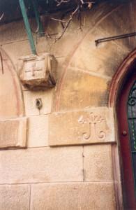 Escudos del Castillo del Compromiso, en La Rosaleda