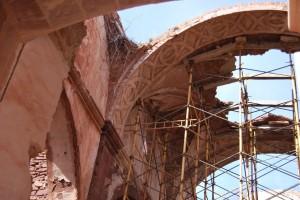 La iglesia, en ruina progresiva